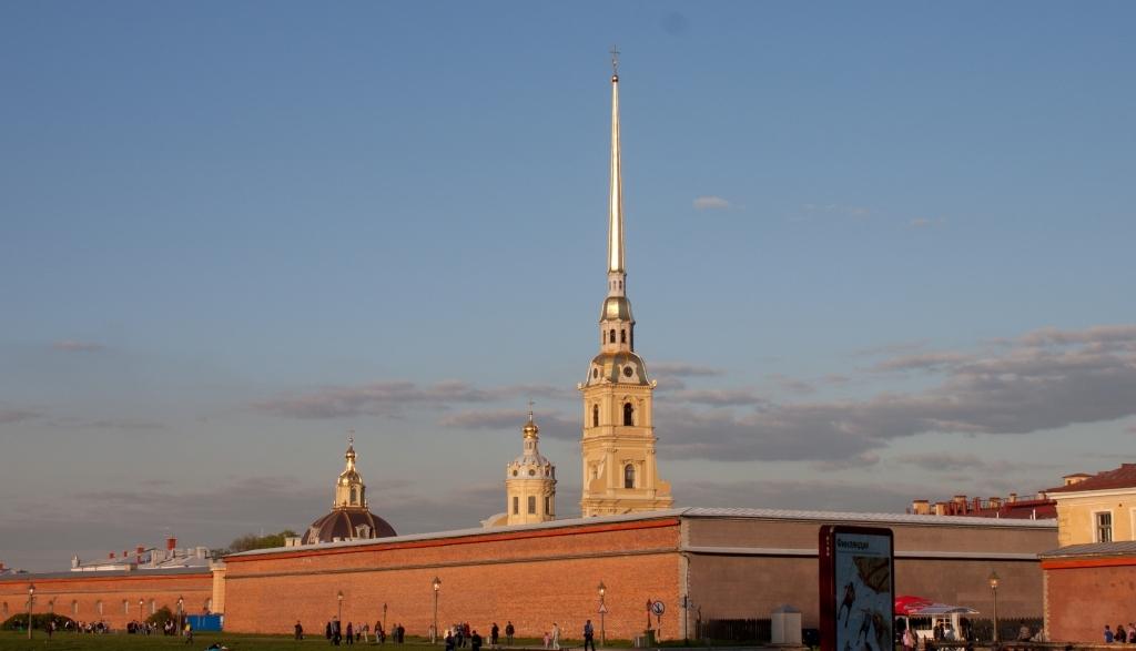 Петропавловская-крепость-в-лучах-заката