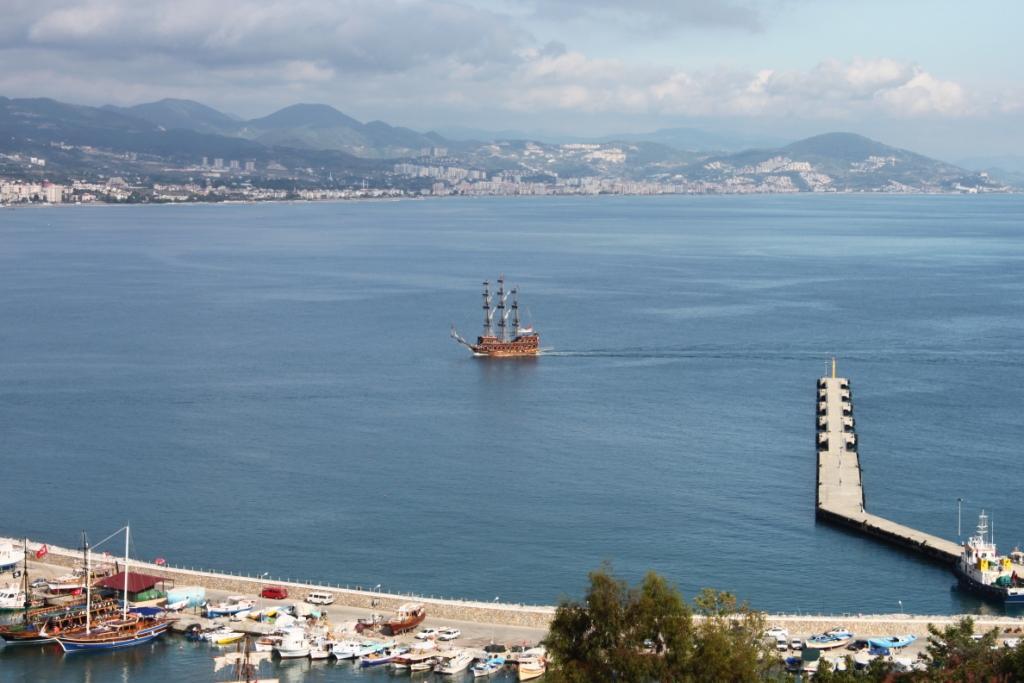 Аланья вид на порт с горы