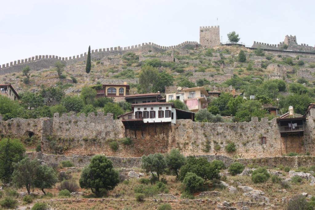 Постройки на крепостной стене
