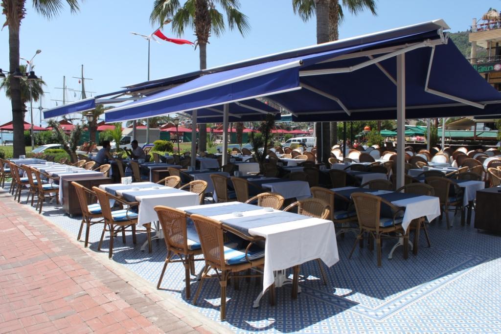 Уличное кафе в Турции