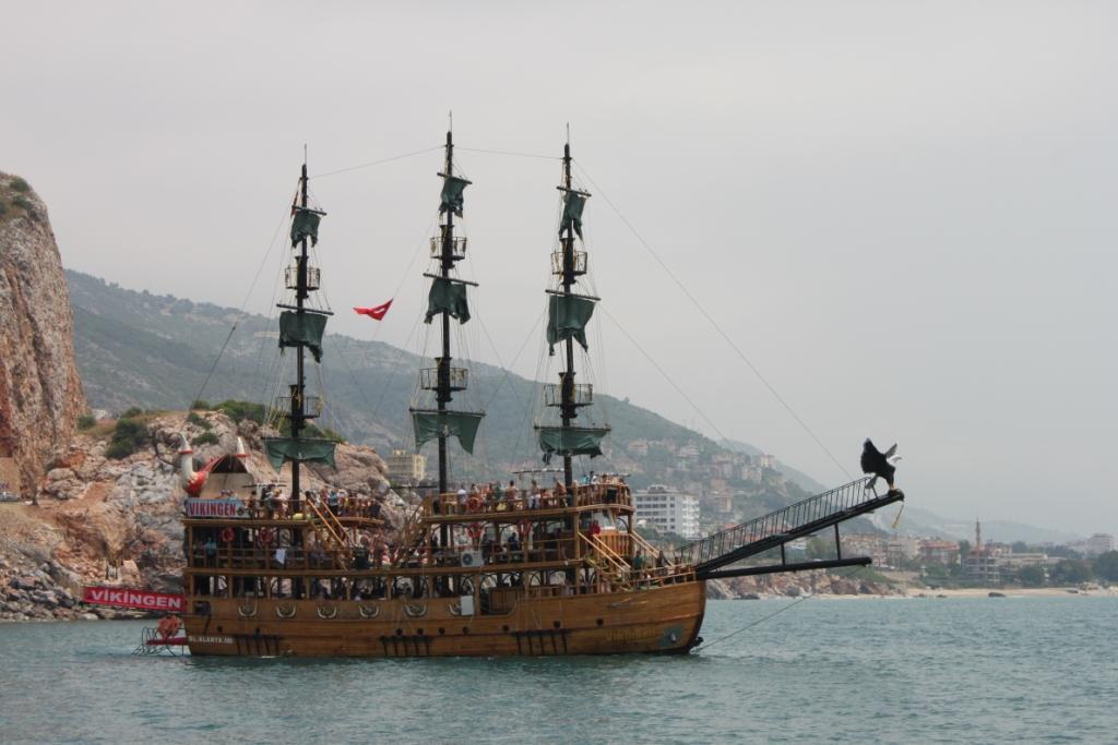 Викинг пиратский корабль